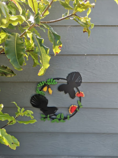 Fantail & Flowers Circle